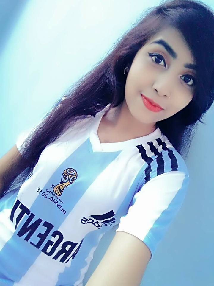 Bangladeshi Facebook Girl Football Fan Photos (11)